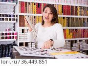 Young saleswoman offering hair dye on palette in cosmetic shop. Стоковое фото, фотограф Татьяна Яцевич / Фотобанк Лори