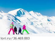 Family on winter ski vacations in ski slopes in Alps, Vogel, Slovenia... Стоковое фото, фотограф Zoonar.com/Matej Kastelic / easy Fotostock / Фотобанк Лори