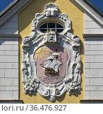 Fassadendetail mit einem Schiff, Husum, Nordsee, Nordfriesland, Schleswig... Стоковое фото, фотограф Zoonar.com/Stefan Ziese / age Fotostock / Фотобанк Лори