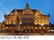 Rathaus mit Roland am Abend, Bremen, Deutschland, Europa. Стоковое фото, фотограф Zoonar.com/Stefan Ziese / age Fotostock / Фотобанк Лори
