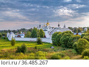 View of Intercession convent in Suzdal, Russia. Стоковое фото, фотограф Zoonar.com/Boris Breytman / easy Fotostock / Фотобанк Лори