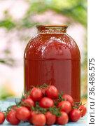 Homemade tomato juice and the fresh tomatoes. Стоковое фото, фотограф Володина Ольга / Фотобанк Лори