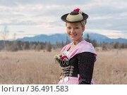 Junge unverheiratete Frau trägt stolz ihr prächtiges Miedergewand... Стоковое фото, фотограф Zoonar.com/Hans Eder / easy Fotostock / Фотобанк Лори
