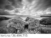 The Broch of Borwick, an Iron Age dwelling, west coast of Mainland, Orkney Isles, Scotland. October 2020. Стоковое фото, фотограф David Noton / Nature Picture Library / Фотобанк Лори
