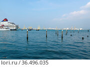 GEORGETOWN, PENANG, MALAYSIA - APRIL 18, 2016. A cruise ship from... Стоковое фото, фотограф Zoonar.com/PAUL WASCHTSCHENKO / age Fotostock / Фотобанк Лори