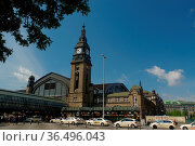 HAMBURG, GERMANY - JULY 18, 2015: Hauptbahnhof in Hamburg, Germany... Стоковое фото, фотограф Zoonar.com/PAUL WASCHTSCHENKO / age Fotostock / Фотобанк Лори