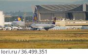 Passenger airliner Lufthansa braking (2017 год). Редакционное видео, видеограф Игорь Жоров / Фотобанк Лори