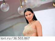 Adriana Lima during 'Dune' premiere, 78th Venice International Film... Редакционное фото, фотограф AGF/Maria Laura Antonelli / age Fotostock / Фотобанк Лори