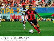 Vincenzo Grifo (Freiburg) mit Ball, 1. BL: 16-17 - 2. Spieltag - ... Стоковое фото, фотограф Zoonar.com/Joachim Hahne / age Fotostock / Фотобанк Лори