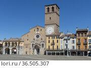 Duomo in vittoria square, lodi, italy. Стоковое фото, фотограф Danilo Donadoni / age Fotostock / Фотобанк Лори