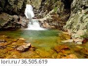 Purgatorio Waterfalls, Aguilon or Navahondilla stream, Rascafria, ... Стоковое фото, фотограф Pablo Méndez / age Fotostock / Фотобанк Лори