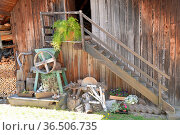 Wand , Scheue, treppe, holztreppe, rustikal, nostalgie, ländlich,... Стоковое фото, фотограф Zoonar.com/Volker Rauch / easy Fotostock / Фотобанк Лори