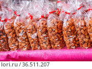 A line- up of neatly packaged peanut snacks in transparent bags on... Стоковое фото, фотограф Zoonar.com/Morad HEGUI / easy Fotostock / Фотобанк Лори
