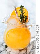 Hausgemachte Limonade mit Orange auf Eis. Стоковое фото, фотограф Zoonar.com/Barbara Neveu / easy Fotostock / Фотобанк Лори