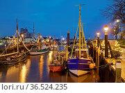 Historischer Hafen zur Weihnachtszeit am Abend, Buesum, Dithmarschen... Стоковое фото, фотограф Zoonar.com/Stefan Ziese / age Fotostock / Фотобанк Лори