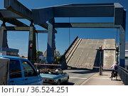 Husumer Hafen-Klappbruecke, Husum, Nordfriesland, Schleswig-Holstein... Стоковое фото, фотограф Zoonar.com/Stefan Ziese / age Fotostock / Фотобанк Лори