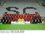 Fussball: 1. BL, 16/17 - Mannschaftsfoto SC Freiburg 2016 Obere Reihe... Стоковое фото, фотограф Zoonar.com/Joachim Hahne / age Fotostock / Фотобанк Лори