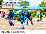 TOKYO, JAPAN - JUNE 26, 2016: Gang of rockabilly dancers clad in ... Стоковое фото, фотограф Zoonar.com/Pius Lee / age Fotostock / Фотобанк Лори