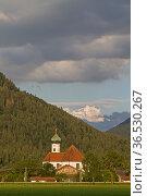 Das idyllische Dorf Eschenlohe - Eingangstor ins Werdenfelser Land. Стоковое фото, фотограф Zoonar.com/Eder Christa / easy Fotostock / Фотобанк Лори