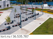 Krasnogorsk, Russia - July 22. 2021. Moskva river embankment after renovation (2000 год). Редакционное фото, фотограф Володина Ольга / Фотобанк Лори