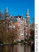 Luxuriöse Villa an einer Gracht in Amsterdam, Niederlande im Frühling... Стоковое фото, фотограф Zoonar.com/Dirk Rueter / easy Fotostock / Фотобанк Лори