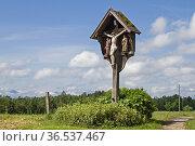 Idyllisches Wegkreuz auf einer Blumenwiese in der Nähe des oberbayrischen... Стоковое фото, фотограф Zoonar.com/Eder Christa / easy Fotostock / Фотобанк Лори