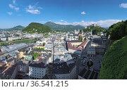 Вид на историческую часть Зальцбурга, Австрия (2017 год). Стоковое фото, фотограф Михаил Марковский / Фотобанк Лори