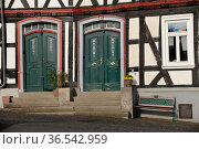 Tür, türen, haustür, haustüren, Fachwerkhaus , Hachenburg, Westerwald... Стоковое фото, фотограф Zoonar.com/Volker Rauch / easy Fotostock / Фотобанк Лори