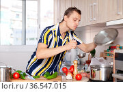 Male cook with pan and vegetables at kitchen. Стоковое фото, фотограф Яков Филимонов / Фотобанк Лори