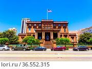 San Francisco, USA - May 20, 2016: Historic brownstone house, the... Стоковое фото, фотограф Zoonar.com/Pius Lee / age Fotostock / Фотобанк Лори