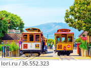San Francisco, USA - May 19, 2016: Tourists wait at terminal cable... Стоковое фото, фотограф Zoonar.com/Pius Lee / age Fotostock / Фотобанк Лори