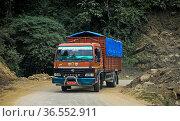 LKW auf dem Thimphu Punakha Highway, Bhutan / Truck on the Thimphu... Стоковое фото, фотограф Zoonar.com/Pant / age Fotostock / Фотобанк Лори