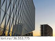 Links JTI Gebäude, Sitz von Japan Tobacco International, JTI, rechts... Стоковое фото, фотограф Zoonar.com/Georg / age Fotostock / Фотобанк Лори
