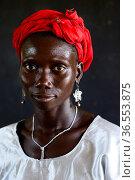 Portrait of woman taken at carnival, Eticoga, Orango Island, Bijagos UNESCO Biosphere Reserve, Guinea Bissau, February 2015. Стоковое фото, фотограф Enrique Lopez-Tapia / Nature Picture Library / Фотобанк Лори