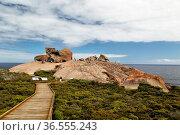 Touristen an den Remarkable Rocks, einer natürlichen Felsformation... Стоковое фото, фотограф Zoonar.com/Dirk Rueter / age Fotostock / Фотобанк Лори