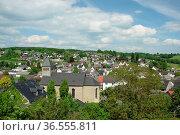 Westerwald, rheinland-pfalz, deutschland, hartenfels, dorf, kirche... Стоковое фото, фотограф Zoonar.com/Volker Rauch / easy Fotostock / Фотобанк Лори