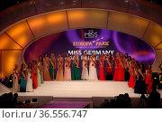 Das große Schaulaufen der 24 Kandidatinnen vor der Jury zur Wahl ... Стоковое фото, фотограф Zoonar.com/Joachim Hahne / age Fotostock / Фотобанк Лори