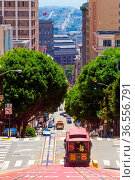 San Francisco, USA - May 19, 2016: Iconic cable car traveling downhill... Стоковое фото, фотограф Zoonar.com/Pius Lee / easy Fotostock / Фотобанк Лори