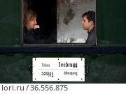 Gemütlich gemacht haben es sich diese beiden Fahrgäste im historischen... Стоковое фото, фотограф Zoonar.com/Joachim Hahne / age Fotostock / Фотобанк Лори