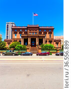 San Francisco, USA - May 20, 2016: Historic brownstone house, the... Стоковое фото, фотограф Zoonar.com/Pius Lee / easy Fotostock / Фотобанк Лори
