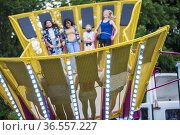 A happy, diverse group of teenage girls have fun on rides at the ... Редакционное фото, фотограф Lori Epstein / age Fotostock / Фотобанк Лори