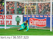 Keine Chance für Michael Rensing, Torwart (Fortuna Düsseldorf) beim... Стоковое фото, фотограф Zoonar.com/Joachim Hahne / age Fotostock / Фотобанк Лори