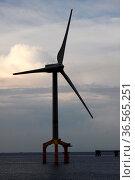 Offshore-Windkraftanlage in der Nordsee. Стоковое фото, фотограф Zoonar.com/Martina Berg / easy Fotostock / Фотобанк Лори