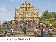 Macau, China. Ruins of seventeenth century St. Paul's cathedral. ... (2012 год). Редакционное фото, фотограф Ken Welsh / age Fotostock / Фотобанк Лори