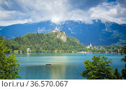 Lake Bled, Upper Carniola, Slovenia. Bled Castle seen across the ... Стоковое фото, фотограф Ken Welsh / age Fotostock / Фотобанк Лори