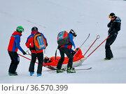 Abtransport: Überschattet wurde der Snowboard-Weltcup vom schweren... Стоковое фото, фотограф Zoonar.com/Joachim Hahne / age Fotostock / Фотобанк Лори