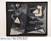 Vase of flowers and fruit dish, 1943, Pablo Picasso,Centre Pompidou... Редакционное фото, фотограф Frederic Soreau / age Fotostock / Фотобанк Лори