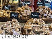 Puesto de venta de chocolates de distintas variedades en el Borough... Стоковое фото, фотограф Eduardo Dreizzen / age Fotostock / Фотобанк Лори