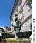 View of Gabelwirt, the Fountain of Neptune in Bolzano, Bozen, Dolomites... Стоковое фото, фотограф Angelo Calvino / age Fotostock / Фотобанк Лори