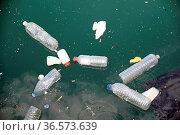 Müll , Wasser, dreck, umweltverschmutzung, verschmutzung, abfall,... Стоковое фото, фотограф Zoonar.com/Volker Rauch / easy Fotostock / Фотобанк Лори